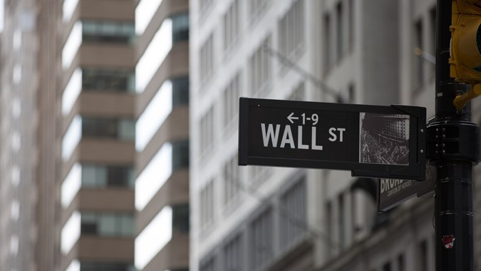 Saham Amazon Anjlok, Wall Street Melemah