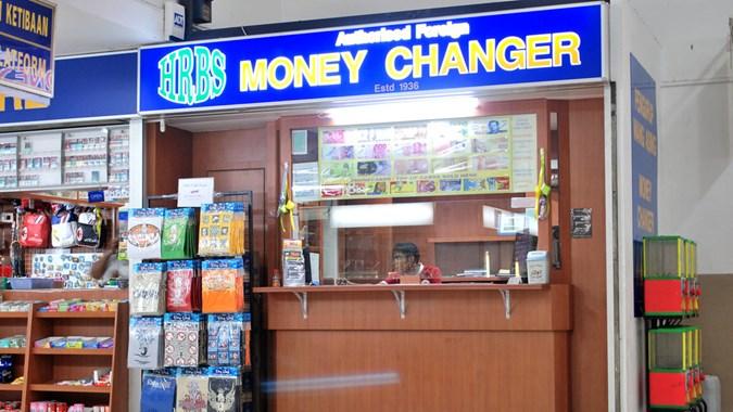 usaha money changer di wilayah perbatasan.jpg?crop=0,0,0,0 - Ini tips untuk Membuka Bisnis Jasa Money Changer